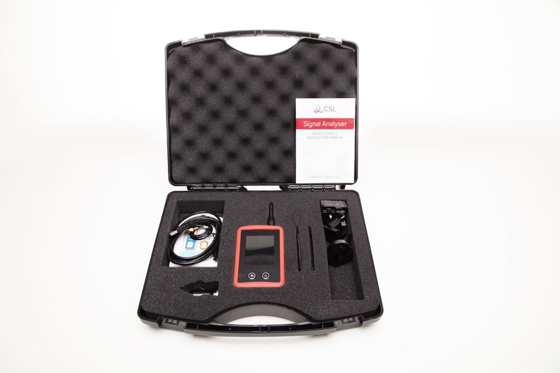 CS2389-CASE, CSL, Analyseurs 2G/3G/4G, Transmission, Analyse de canaux radio : 2G/GSM, 3G/UMTS, 4G/LTE, Autonomie : 20 heures sur batterie (incluse), Chargeur 230VAC : Inclus, Langue : Multilingue,